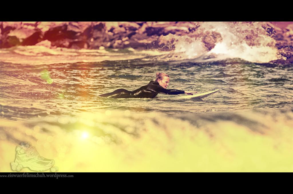 Surfing-Girl-Fuerteventura (03)