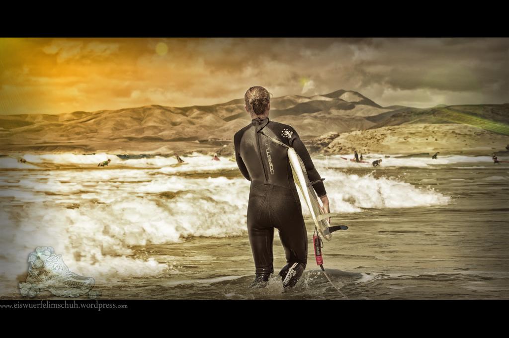 Surfing-Girl-Fuerteventura (09)
