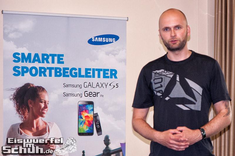 Eiswuerfelimschuh-Frankfurt-SportScheck-Samsung-Galaxy-S5-Gear-Fit