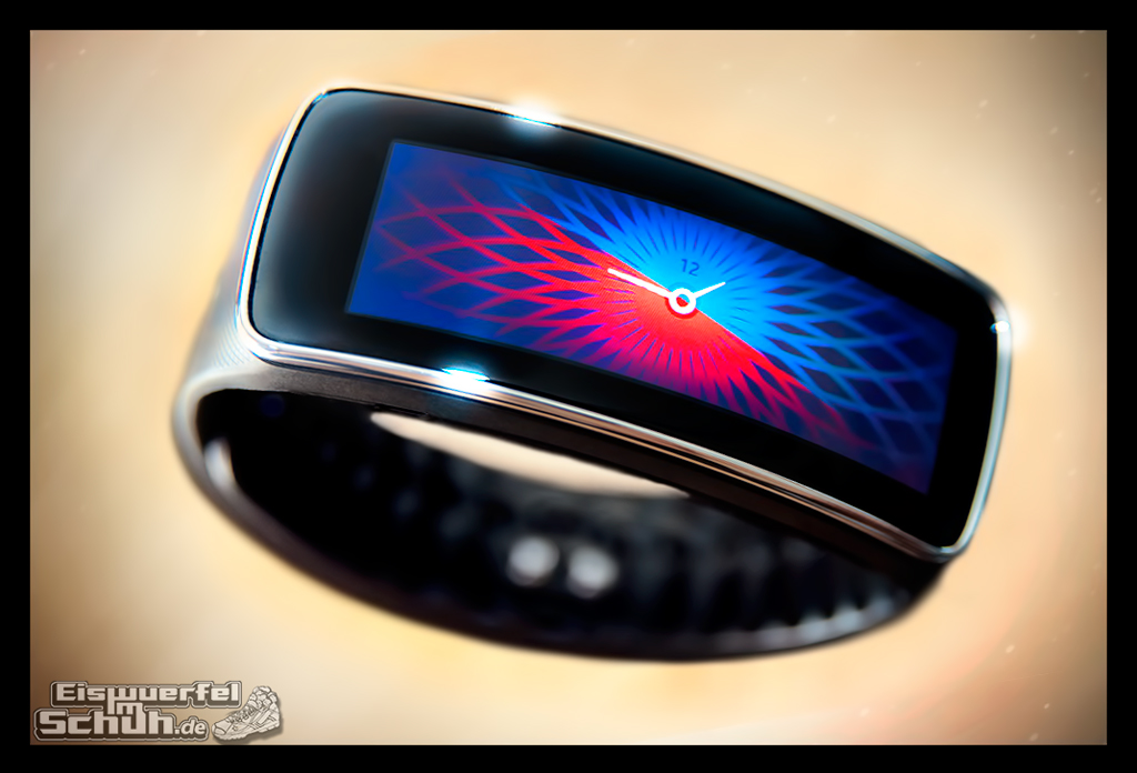 EISWUERFELIMSCHUH - SAMSUNG GEAR FIT TEST Fitness Tracker (1)