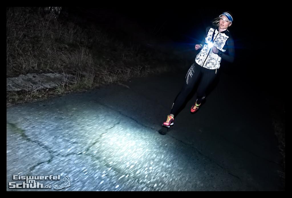 EISWUERFELIMSCHUH - Laufen Bei Dunkelheit TIPS NIKE SKINS New Balance Garmin (9)